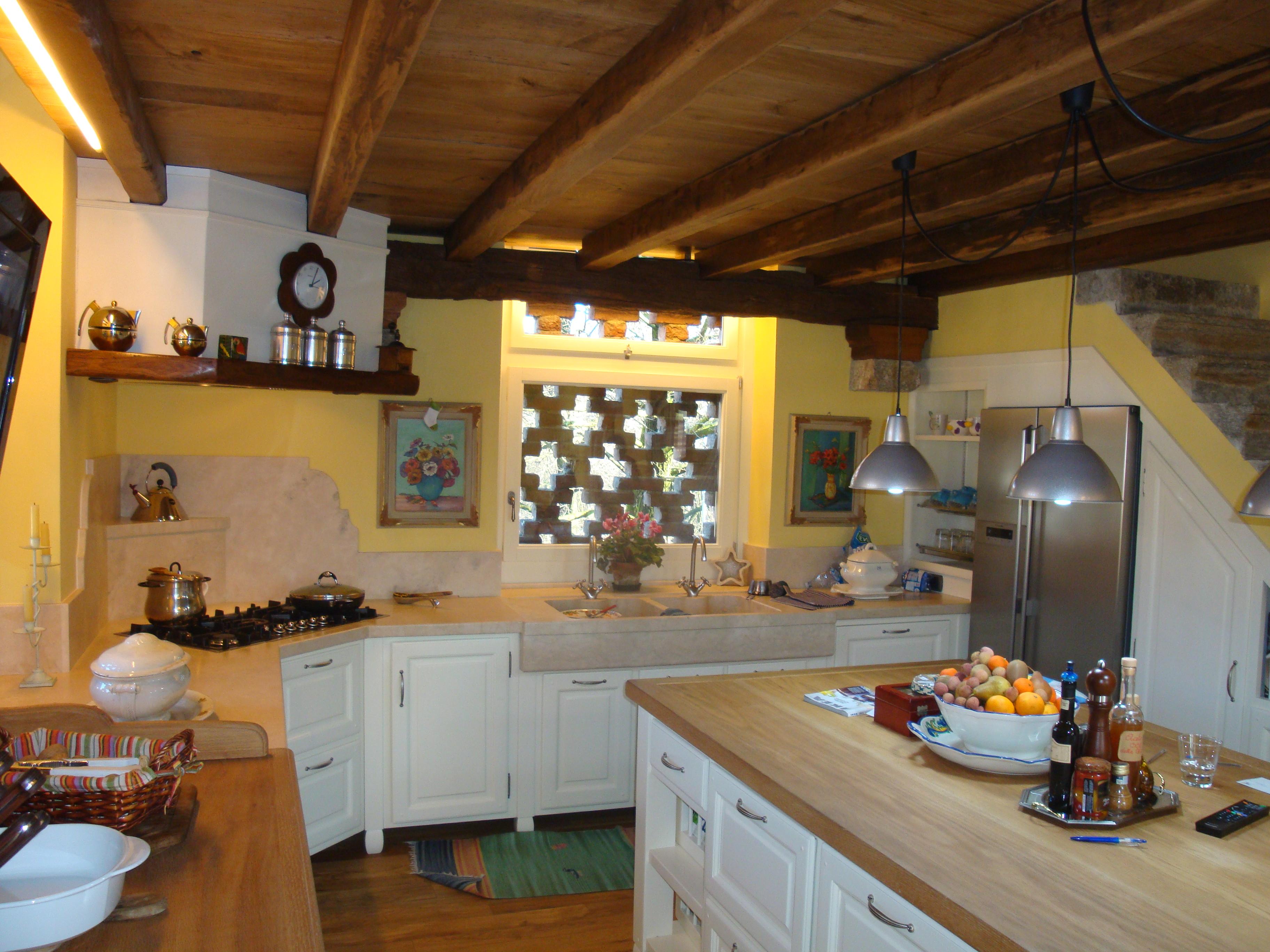 Awesome una finestra in muratura questa cucina with cucine for Piani di casa in stile toscano