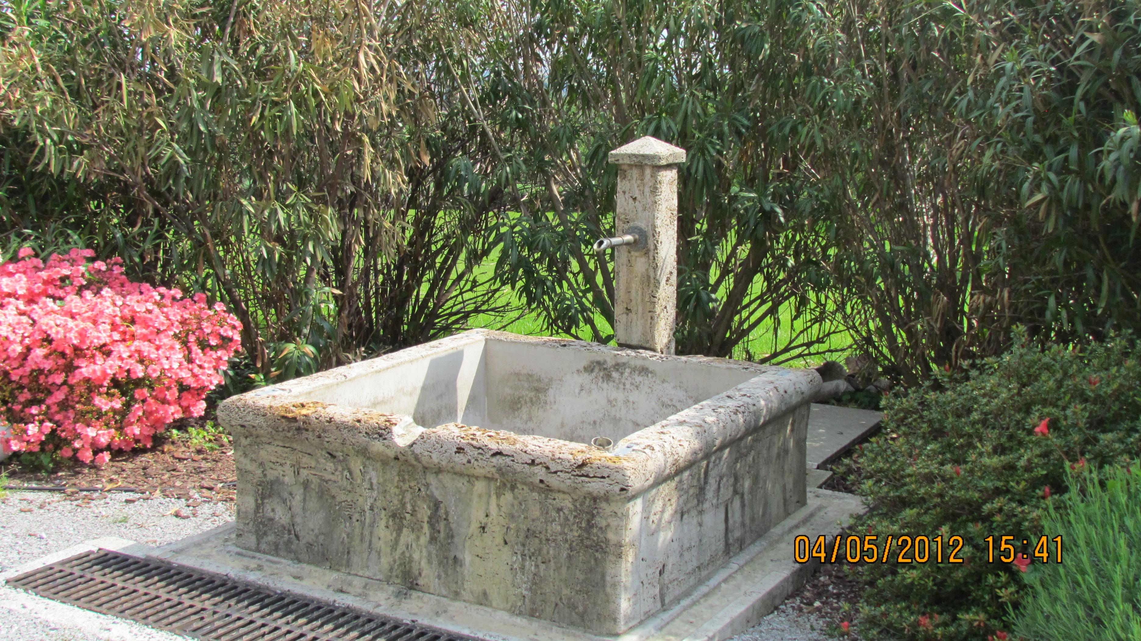 Fontane in pietra fontane garden house lazzerini - Foto fontane da giardino ...