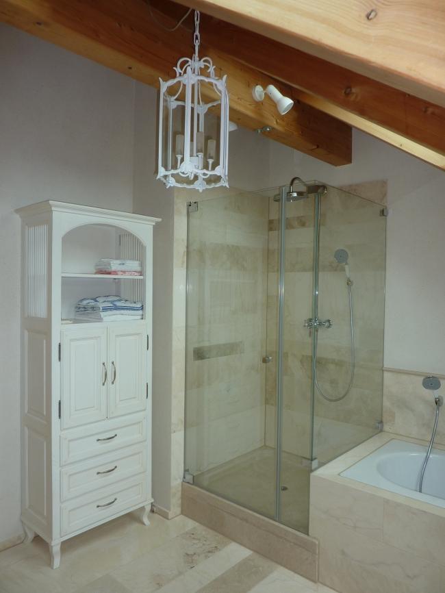 Piatto doccia in travertino garden house lazzerini - Bagno shabby chic moderno ...