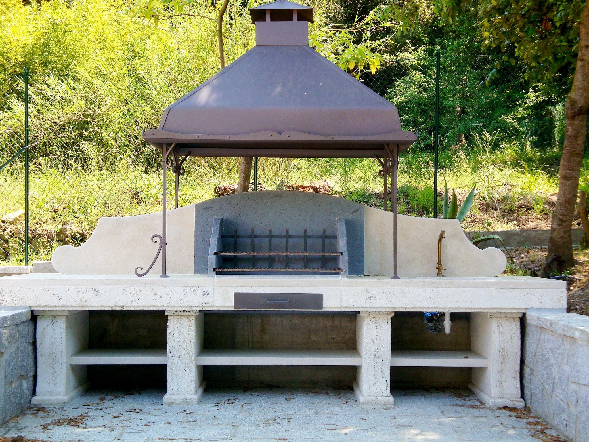Barbecue su misura in pietra garden house lazzerini - Barbecue esterno design ...