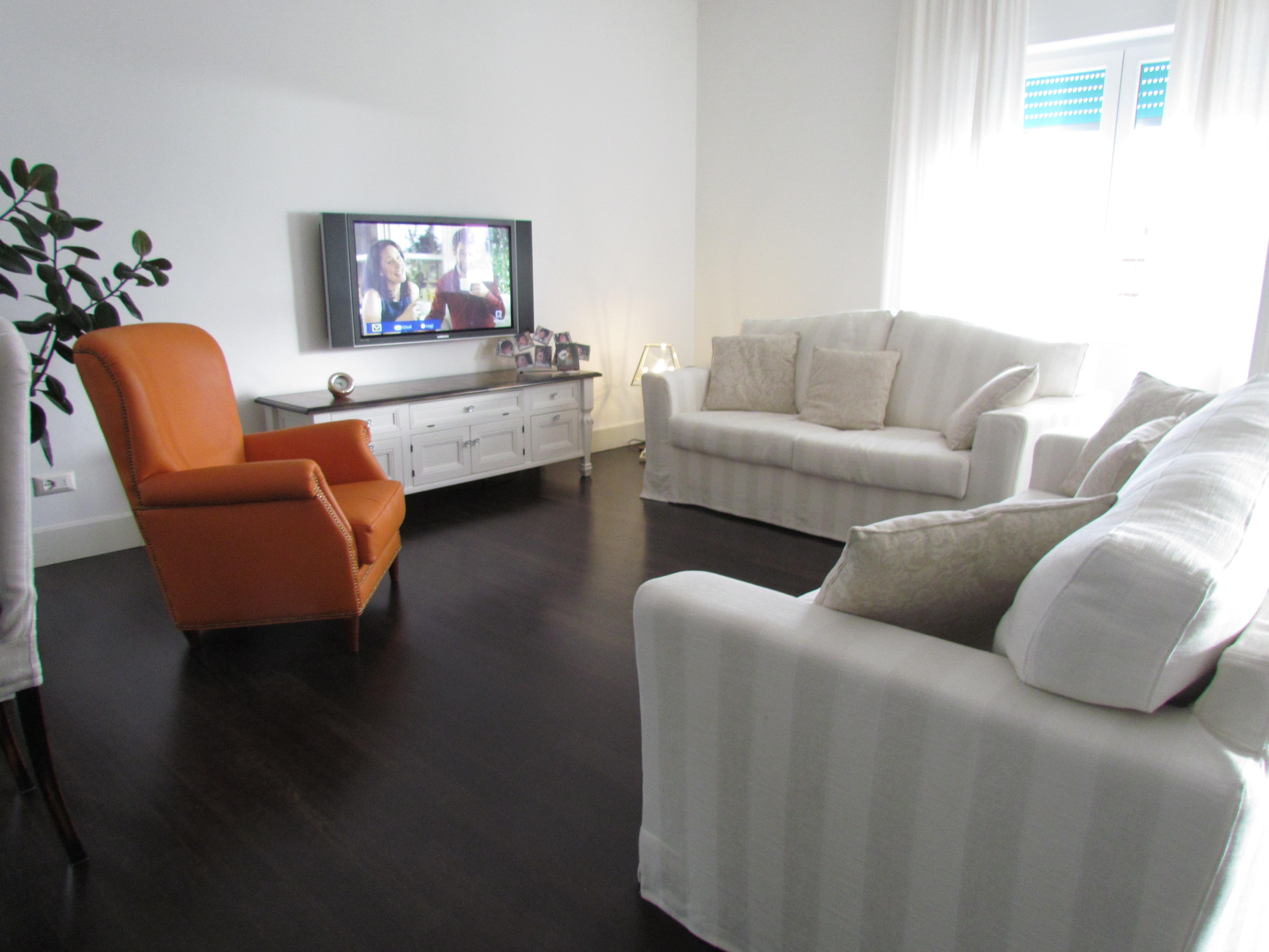 Soggiorno Moderno Divani: Come disporre il divano. Finestra in ...